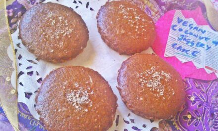 Welcome the summer with this light cocunut cake!