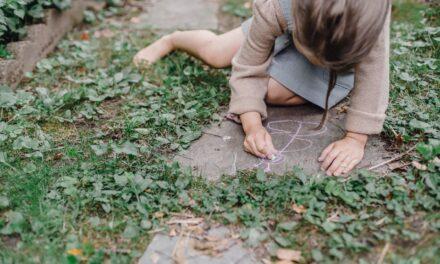 4 Natural Ways To Nurture Your Child's Creativity and Imagination